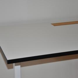 Höj- & sänkbart skrivbord, vit laminat & svart kant