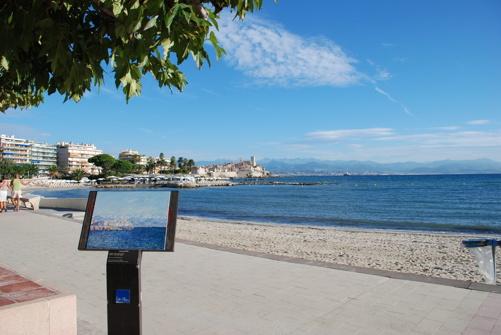 Strandpromenad utmed Plage de la Salis, på vintern