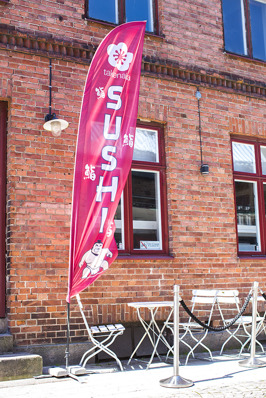 Flagga & Beachflag Halmstad. Beachflaggor i Halland, proffs på flaggor & beachflaggor olika priser & format. Kontakta KBMEDIA i Halmstad