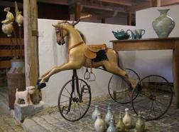 Välkommen till vår konstateljé med bruksföremål & konstföremål i keramik & trä. Vi finns mellan Falkenberg & Ullared i Halland.