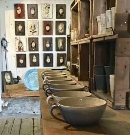 Gårdsbutik keramik och konst Brobergs Krukmakeri mellan Falkenberg & Ullared