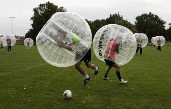 Bubbleball-spel på Gärdet i Stockholm