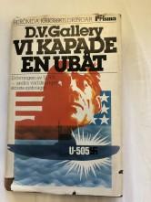 """Sanningsroman om ubåtslivet för tyska och amerikanska ubåtar under kriget. En kortare sektion i slutet av boken avhandlar hur amerikanarna kunde """"kapa"""" U-505 och sen få henne till Chicago."""