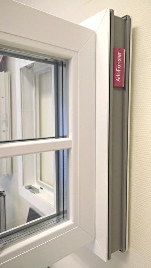 PVC-fönster med dolda gångjärn