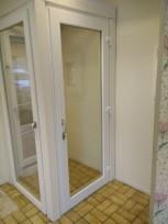 Utåtgående helglasad balkongdörr med handtag & lås på båda sidor
