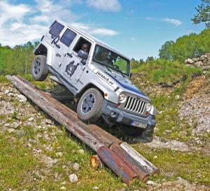 Här testar jag den nya teknikbanan för Jeepar på JA Ranch.