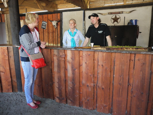 Värdparet på JA Ranch - Linda och Daniel Henriksson.