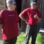 Lisbeth och Anders på Stenshult Mellangård guidade oss igenom kvällen med utomhusmatlagning.