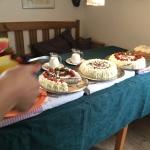 Stockhultgårdens Tebod firar 25 år med tårtbuffé! Man tackar :)
