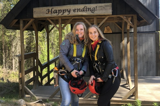 Florine och Babet testar Little Rock Lake Zipline
