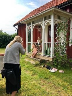 Fotografering och filmning av Småländsk stugsommar.