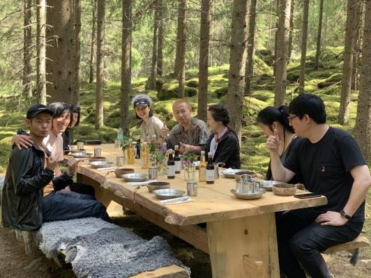 En grupp om åtta kineser testade The Edible Country i juni.