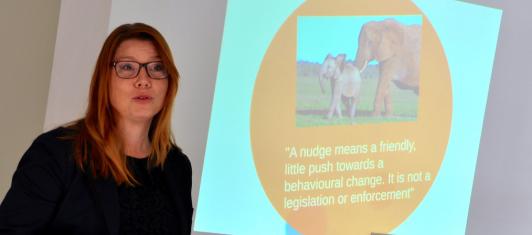 Katharina Paoli, Ordförande i Nudging Sweden håller i utbildningen.