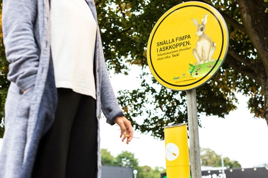 Nicotine rabbit and colorful ashtrays reduce the number of cigarette butts fimpar on the ground with the help of nudging