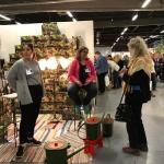 Glada informatörer av Guldkannan Towa på Nordiska Trädgårdar
