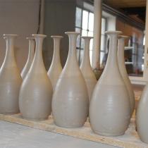 Nydrejade vaser i verkstaden