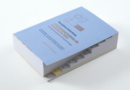 Pappersboken är på 1072 sidor, indelad i 10 kapitel.