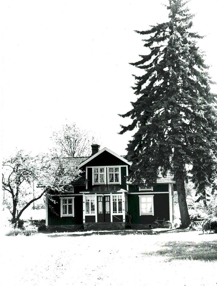A. 41 Endast digital bild. Blomqvistes kvarns bostadsbyggnad. Foto Bo Ramviken. Bild från Gudrun Ramviken, Sörgården, Varnhem, 2014. Insatt av Kent Friman, 2014-04-27