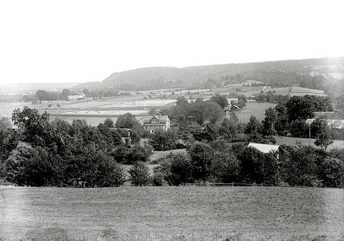 A. 28 (6) Endast digital bild! Himmelskällans restaurang från Himmelsberget, Foto den 29 juli 1921. Foto Eriksén. Västergötlands Museum - bildarkviet/bildnummer: A61541. Insatt av Kent Friman, 2014-02-24.