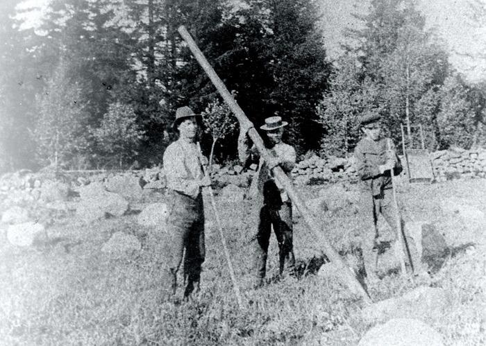 C 5 (1) Stenbrytning i Sandbäcken 1915. Karl Hjalmar Ullberg med sönerna Albert och Bror. INsatt av Kent Friman, 2014-02-26. Läs mer på www.ljungstorpshistoria.se!