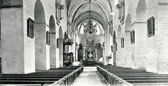 """D. 7 (2) + en liknande bild D. 11 Kyrkans interiör före restaureringen. Obs! Bilden rensad från påskrift av """"oförklariga tecken och siffror""""!Insatt av Kent Friman, 2014-02-27."""