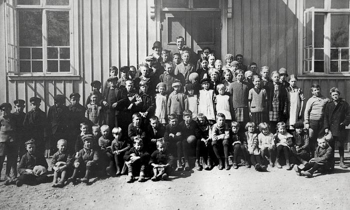 F. 0 (5) Finns i gul pärm. Elever vid Varnhems skola 1928 - troligen vårterminen.