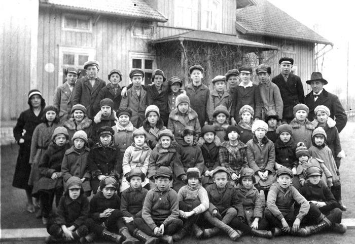 F. 0 (8) Finns i gula pärmen. Elever vid Varnhems skola 1931. Lärare Håkan Gabrielsson. Insatt av Kent Friman, 2014-03-03.