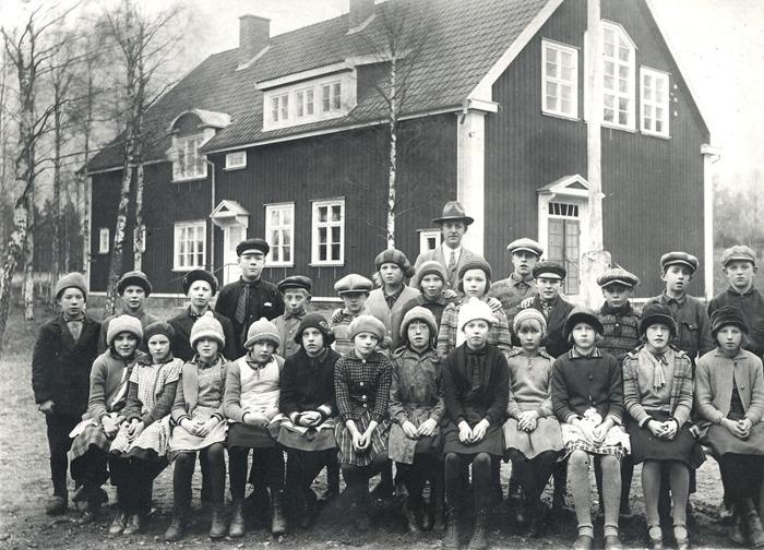 F. 13 (1) Ljungstorps skola höstterminen 1932. Insatt av Kent Friman, 2014-03-03.