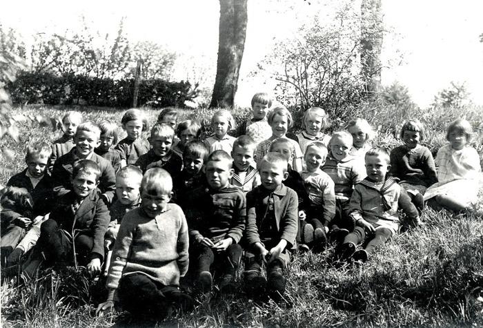 F. 16 (1) Skolklass i Norra LUndby (1929-1930?) - småskolan. Insatt av Kent Friman, 2014-03-03.