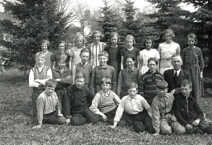 F. 16 (2) Skolklass i Norra Lundby om kring 1930. Lärare Hertzman. Insatt av Kent Friman, 2014-03-03.