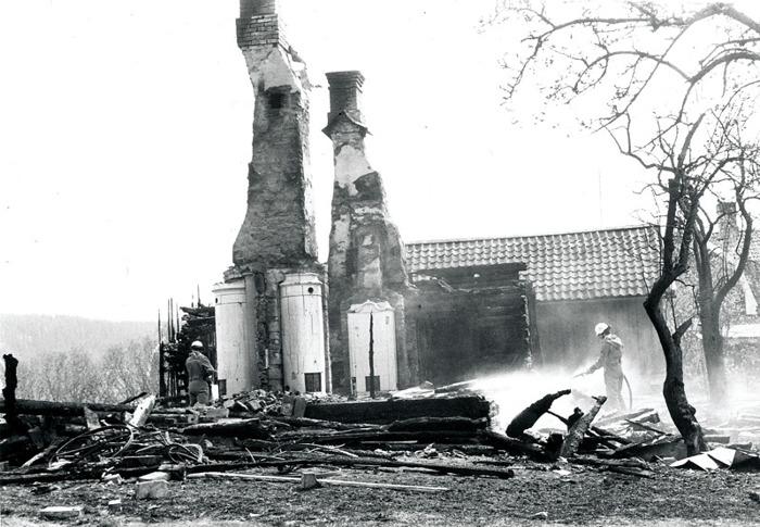 I. 1 (2) Nohlgårdens nedbrunna bostadshus 1979. Insatt av Kent Friman, 2014-03-05.