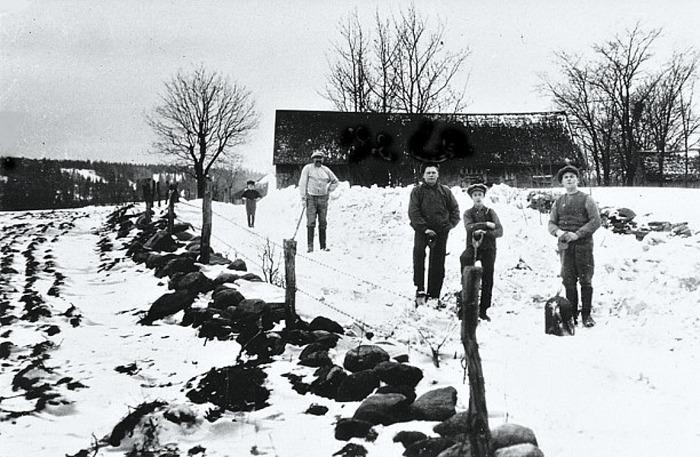 Bild från Skarke-Varnhems Hembygdsförenings digitala arkiv, 2014
