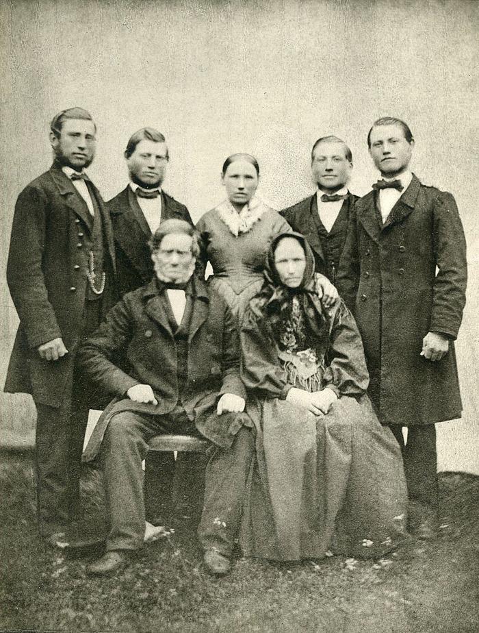 Foto från Förbergs samling via Astrid Blomqvist, Tomten, 2015 Fotograf troligen G V Hofling, lektor i Skara och fotograf mellan 1840 och 1890.