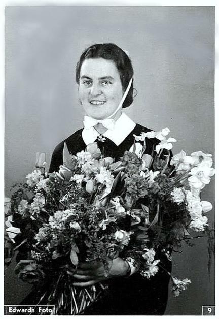 Greta Karolina Charlotta Persson, född i Varnhem 1912, sjuksköterska