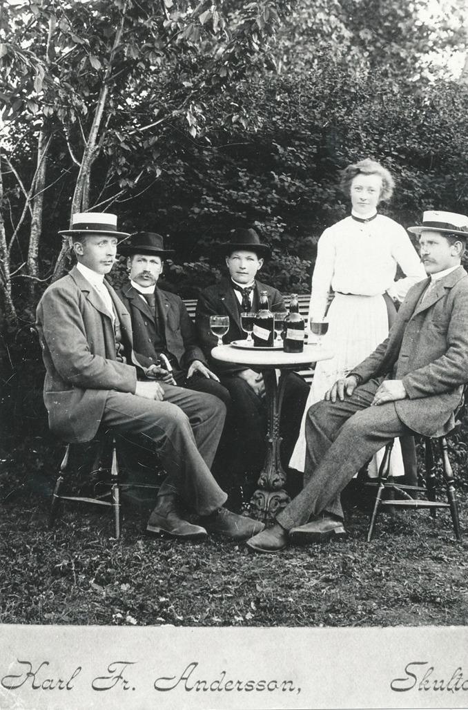 Foto den kände fotografen Karl Fredrik Andersson från Skultorp - fotade utemiljöer runt berget redan 1890-tal!