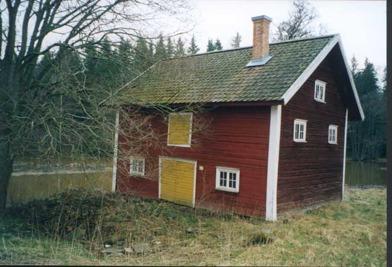 Upphovsrätt: Forsviks industriminnen, Västarvet - Kölnan byggdes 1868 och användes för att torka den säd som sedan användes i brännvinstillverkningen - Årebergs gård, Tibro