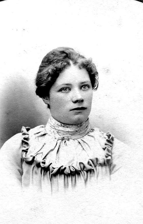 Olga Maria Olsson, född Jansson  i Varnhem 1881 - foto 1903