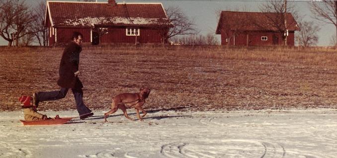 En vinterbild som visar huset efter tillbyggnaden.