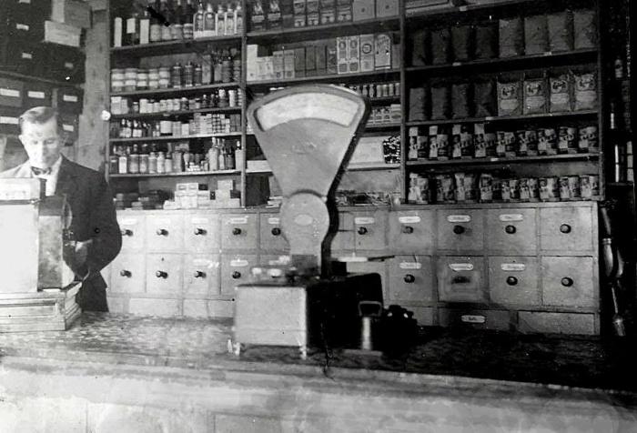 Konsum 1930-tal - interiör med föreståndare. Insatt av Kent Friman 2018-05-21