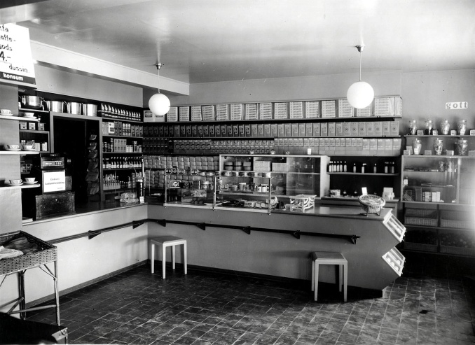 Foto Coop - KF, arkiv och bibliotek - via Welins butik, Varnhem i gamla Konsum, 2017