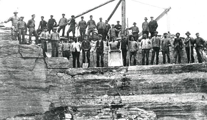 I brottet vid Hammaren som förutom kalkstensbrott också försågs med ett par brännugnar för kalk till cementtillverkning.