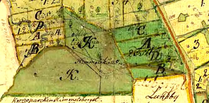 Karta 1751 med påskrift 1790!Då Himmelskällan utmärkt med namn, byggnad och en kraftigt markerad väg från landsvägen! Fyra åboer (boende) ger fyra delar av varje marktyp vid Storskiftet påskrivet!