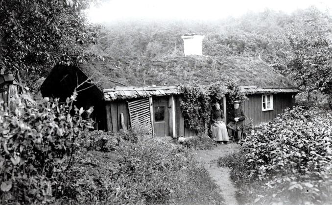 Marielund sekelskiftet 1900 - huset rivet 1930-tal -- ur boken Dokument i svart och vitt - fotograf Karl Fredrik Andersson, Skultorp - klicka på fotot för större bild!