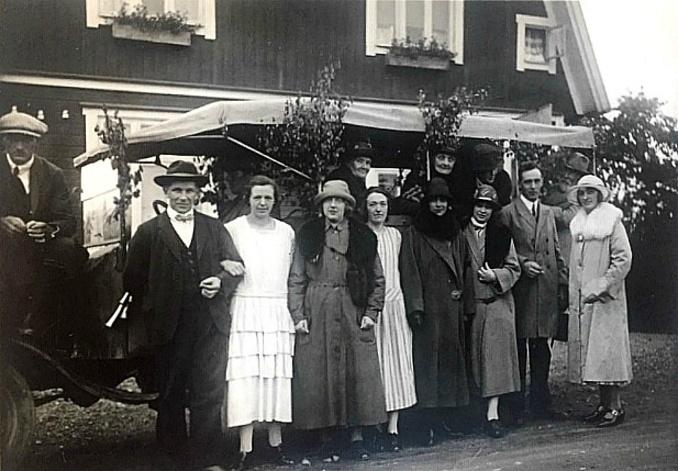 Konsum 1923 med bl a Enoc och Svea till vänster