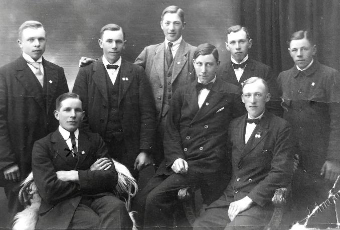Enoc m vänner i Varnhem 1921