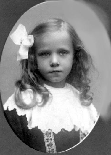 Britt v. Sydow dotter af Kyrkoh. Armand v. Sydow i Varnhem Född 1902.