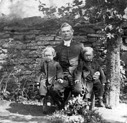 Carl Bergstrand med sönerna Gabriel, född 1865 och Lennart, född 1864