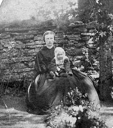 Carolina med sonen Valdemar, född 1867