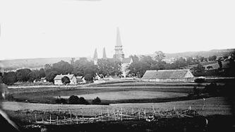En 1860 flyttad Ryttargård - foto Hofling, Skara - ett av de första foton som togs på landsbygd i Varnhem