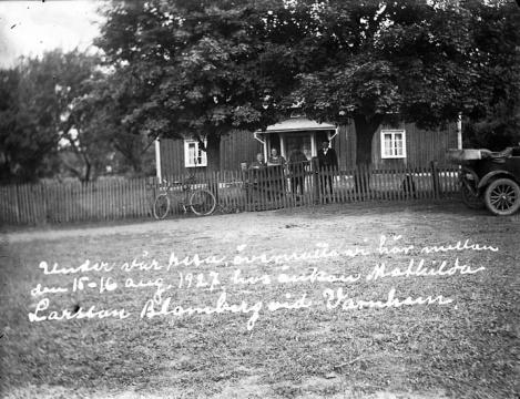 """""""Under vår resa övernattade vi här mellan den 15 - 16 aug 1927 hos änkan Mathilda Larsson Blomberg vid Varnhem"""""""